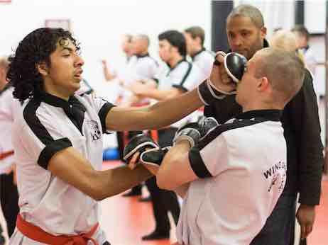 Wing Chun stoten zijn kort, snel en zeer effectief.